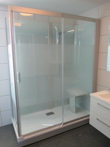 remplacement d 39 une baignoire par une douche en 1 jours maheux. Black Bedroom Furniture Sets. Home Design Ideas